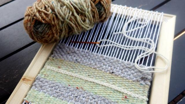 DIY weaving loom by The Incurable Homebody
